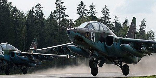 Białoruski wojskowy Su-25