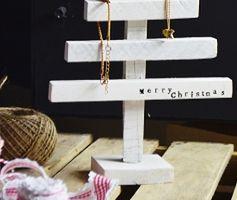 Pomysł na prezent świąteczny: stojak na biżuterię. Zrób to sam