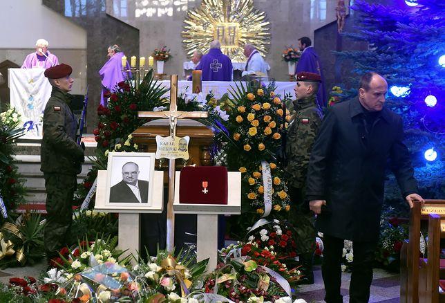 Ponad rok od śmierci posła Kukiz '15. Prokuratura kończy śledztwo, ale ustaleń brak