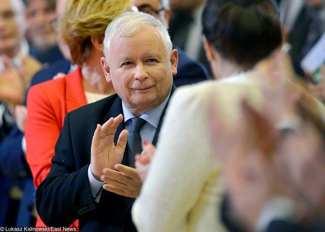 """Nowy sondaż. Spore poparcie dla """"piątki Kaczyńskiego"""""""