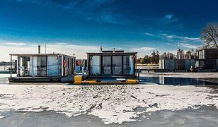 W domach na wodzie można mieszkać również zimą, przekonują firmy zajmujące się ich produkcją