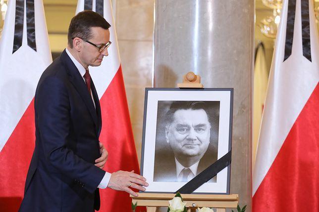 Premier Mateusz Morawiecki ma zatwierdzić decyzję prezydenta Andrzeja Dudy dotyczącą żałoby narodowej