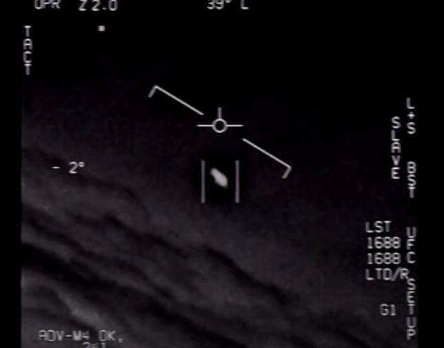 UFO nagrane przez pilotów US Navy. Te materiały były jedną z przyczyn wydania instrukcji przez japoński rząd
