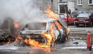 Tczew. 4-latek i 9-latek podpalili dwa samochody