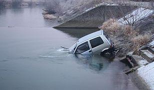 Jak wydostać się z tonącego auta?