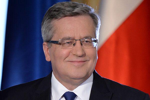Bronisław Komorowski stracił poparcie, ale nadal wygrywa w pierwszej turze. Najnowszy sondaż