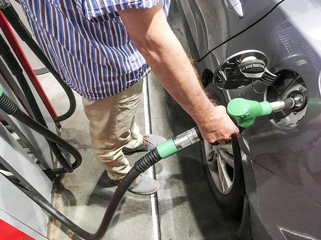 Ceny paliw w ostatnich dniach rosły. Na razie nie ma co liczyć na spektakularny spadek