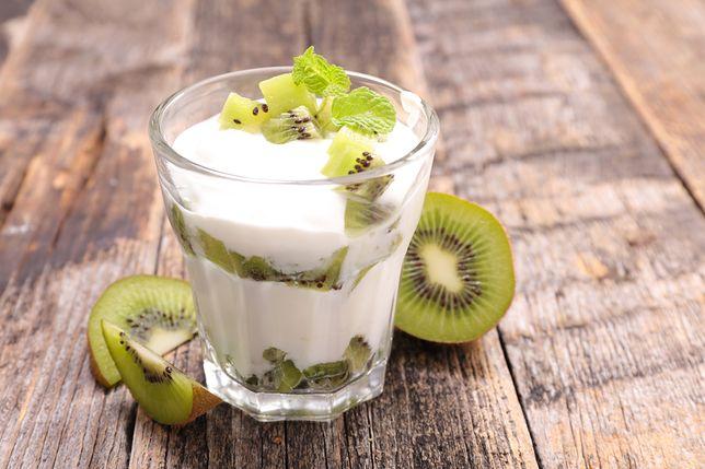 Jogurt naturalny w diecie - właściwości, kaloryczność i zastosowanie
