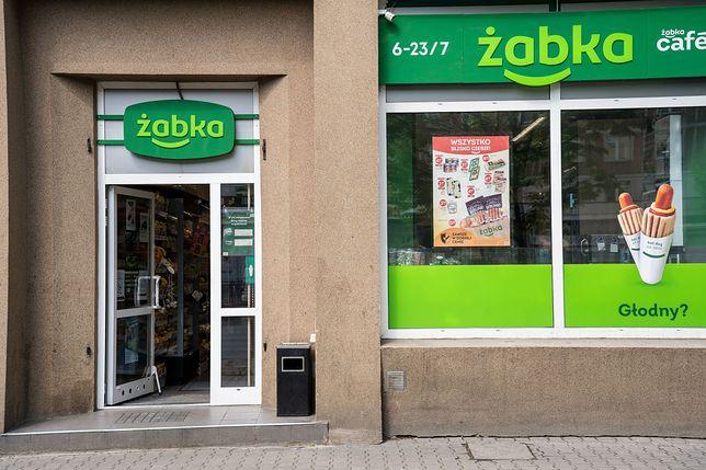Sieci handlowe inwestują w automaty do odbioru paczek