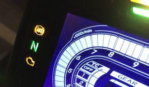 Typowo motocyklową kontrolką jest zielone N.