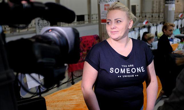 Iwona Hartwich twierdzi, że może pracować w Sejmie, bo mąż pomaga jej w opiece nad synem Jakubem