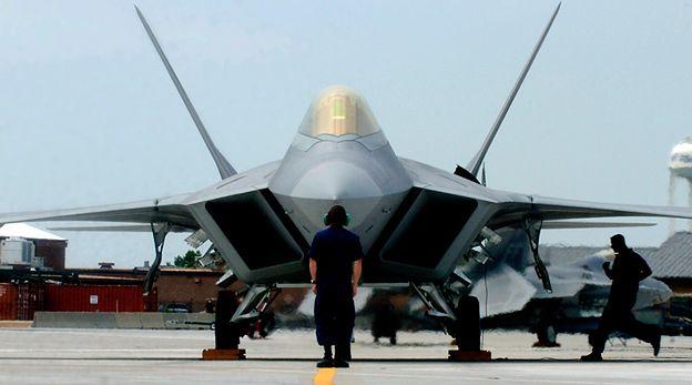 Dwa amerykańskie myśliwce F-22 Raptor odwiedziły bazę na Litwie