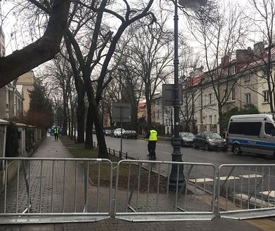 Policja przed ambasadą Izraela w Warszawie