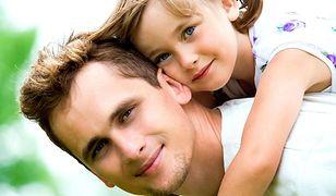 Ojcowie zarabiają więcej niż ich bezdzietni koledzy. Oto powód