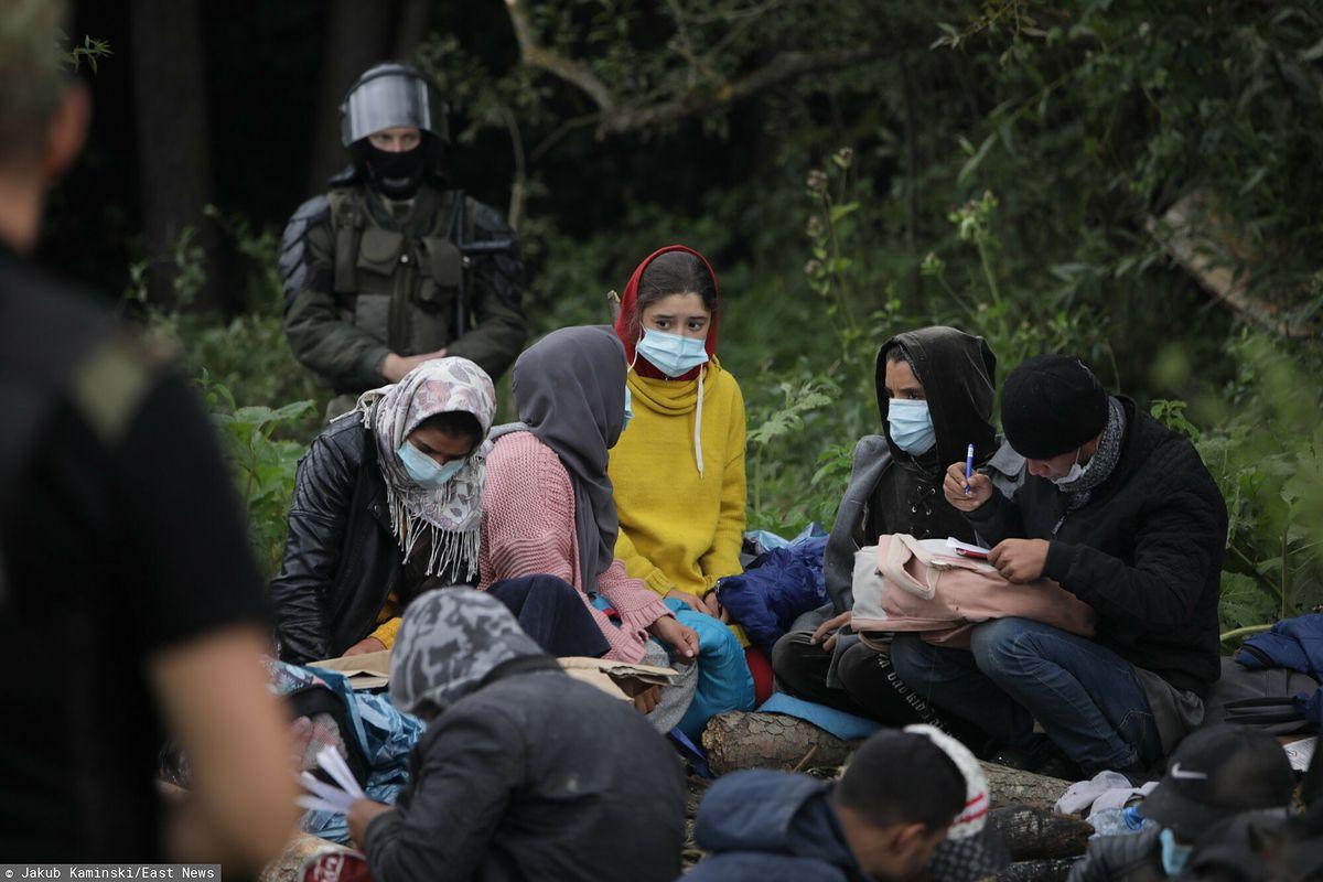Straż Graniczna i Wojsko Polskie nie dopuszczają do uchodźców lekarzy ani jedzenia