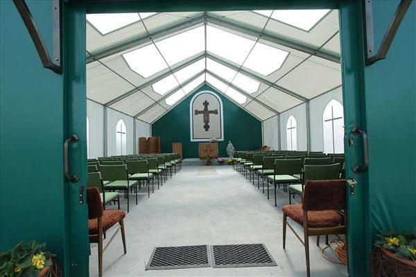 Chcą rozebrać namiotowy kościół w Czarnej Łące