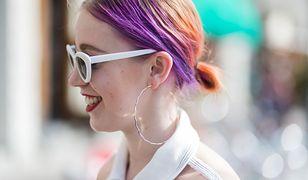 Toner do włosów pozwala na uzyskanie nietuzinkowego koloru na pasmach.