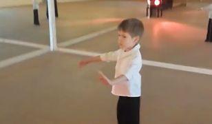 7-letni Marcel szuka partnerki. Na razie tańczy samotnie i… wzrusza internautów