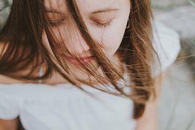 Arnika – charakterystyka, zastosowanie, urazy, cera, skutki uboczne