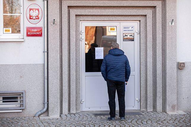 Koronawirus w Polsce. Prokuratorzy zastanawiają się, co robić ws. lekarzy