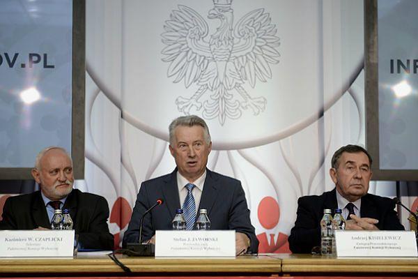 Członkowie PKW: sekretarz Kazimierz Czaplicki, przewodniczący Stefan Jaworski i wiceprzewodniczący Andrzej Kisielewicz