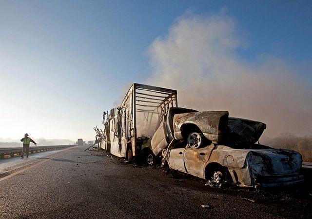 Auta spłonęły na autostradzie - zdjęcia