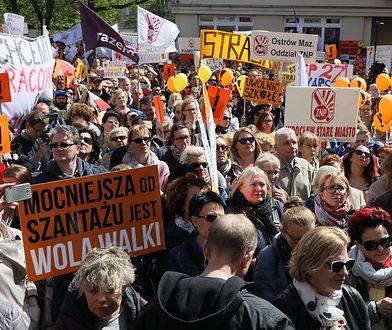 Demonstracja nauczycieli przed MEN