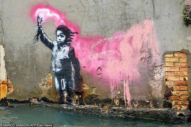 Banksy nielegalnie wystawił swoje prace w Wenecji. Został przegoniony przez straż miejską
