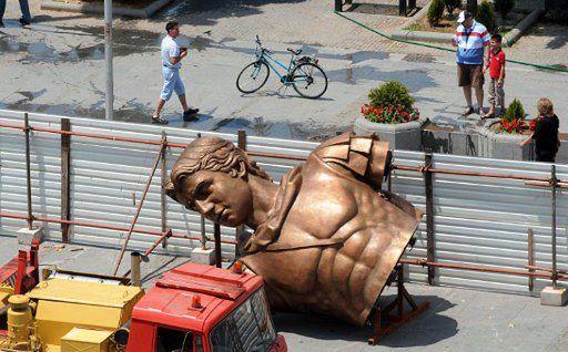 """Aleksander Wielki"" za 9 mln euro"