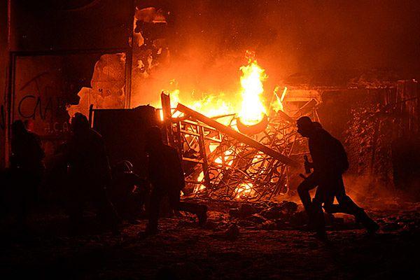 Płonące barykady w Kijowie