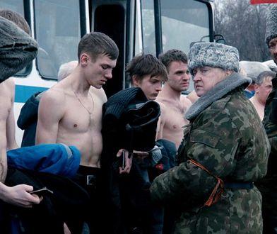 """Scena z """"Donbasu"""": cywile zmuszeni do przyłączenia się do separatystów"""