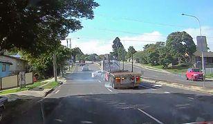 #dziejesiewmoto: kierowca ciężarówki taranuje auto osobowe