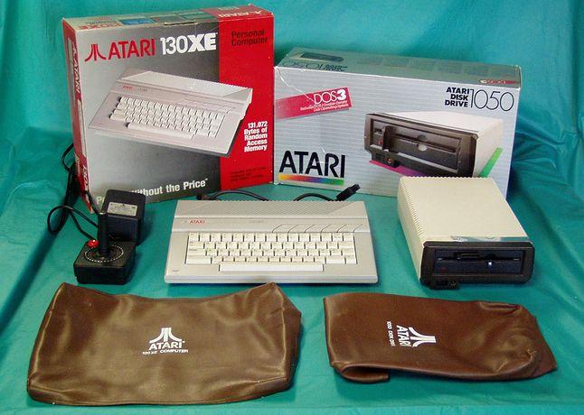 Atari 130XE ze stacją dysków 5.25 Atari 1050. Stacja dysków była obiektem westchnień większości użytkowników Atari w Polsce.
