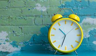Zmiana czasu 2019 – czas letni wprowadzimy już dziś w nocy. Tym razem będziemy spać dłużej, czy krócej?