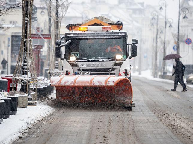 W aktualnym sezonie zimowym posypywarki wyjechały na ulice Warszawy tylko 10 razy.