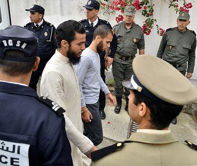 Oskarżonych mężczyzn doprowadzono do sądu w mieście Sala