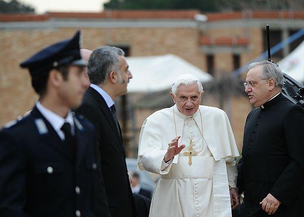 Papież w więzieniu - zdjęcia