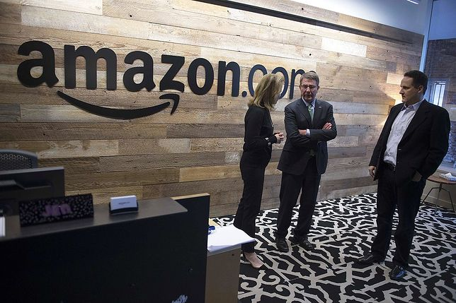 Amazon jest jednym z największych sklepów wysyłkowych na świecie