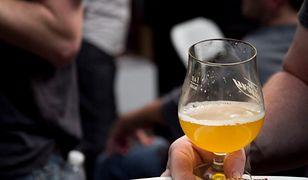 Gdzie na piwo? Najtańsze i najdroższe miasta dla piwoszy. Jest i Warszawa