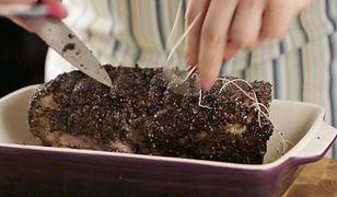 Pieczona wieprzowina w glazurze z miodu i musztardy. Sposób na udany obiad