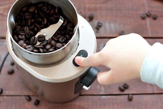 Elektryczne młynki do kawy pozwalają przygotować aromatyczny napój
