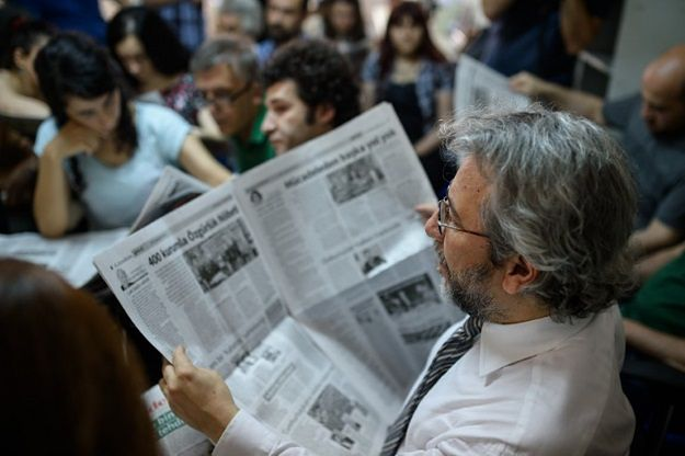 Tureckie władze kazały aresztować kierownictwo opozycyjnego dziennika. Zatrzymano już redaktora naczelnego