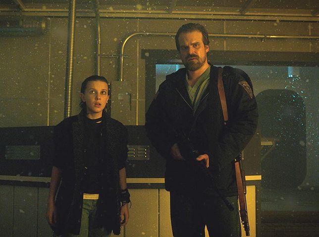 """""""Stranger Things"""" wraca z trzecim sezonem 4 lipca. Dzień wcześniej do księgarń trafi powieść """"Stranger Things. Ciemność nad miastem"""""""