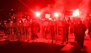 Strajk kobiet. Protesty na ulicach miast całej Polski (NA ŻYWO 26.10)