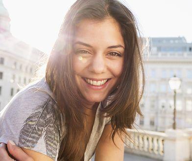 Przeterminowane kosmetyki mogą podrażnić skórę i spowodować poważne problemy.