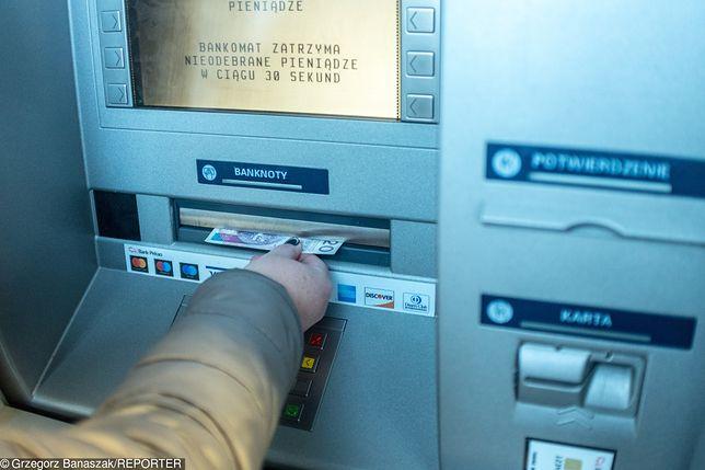 Wypłać pieniądze przed weekendem. Przerwy serwisowe w czterech bankach