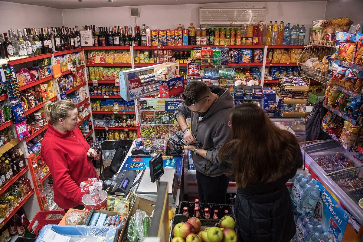 Pracownicy marketów będą wzywani na nocną zmianę po wolnej niedzieli