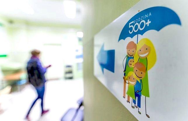 """Wnioski 500+ zalały banki. Pracownicy mają dość: """"Uspokójcie się z tym 500+"""""""