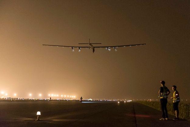 Słoneczny samolot musiał lądować w Japonii z powodu złej pogody