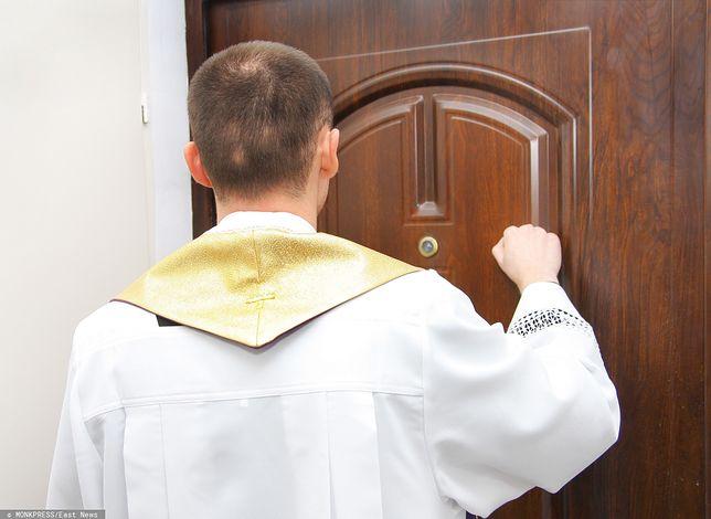 Księża zazwyczaj mają tylko kilka minut na rozmowę